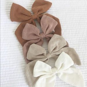 Brand New Set of 4 Linen Bow Clips